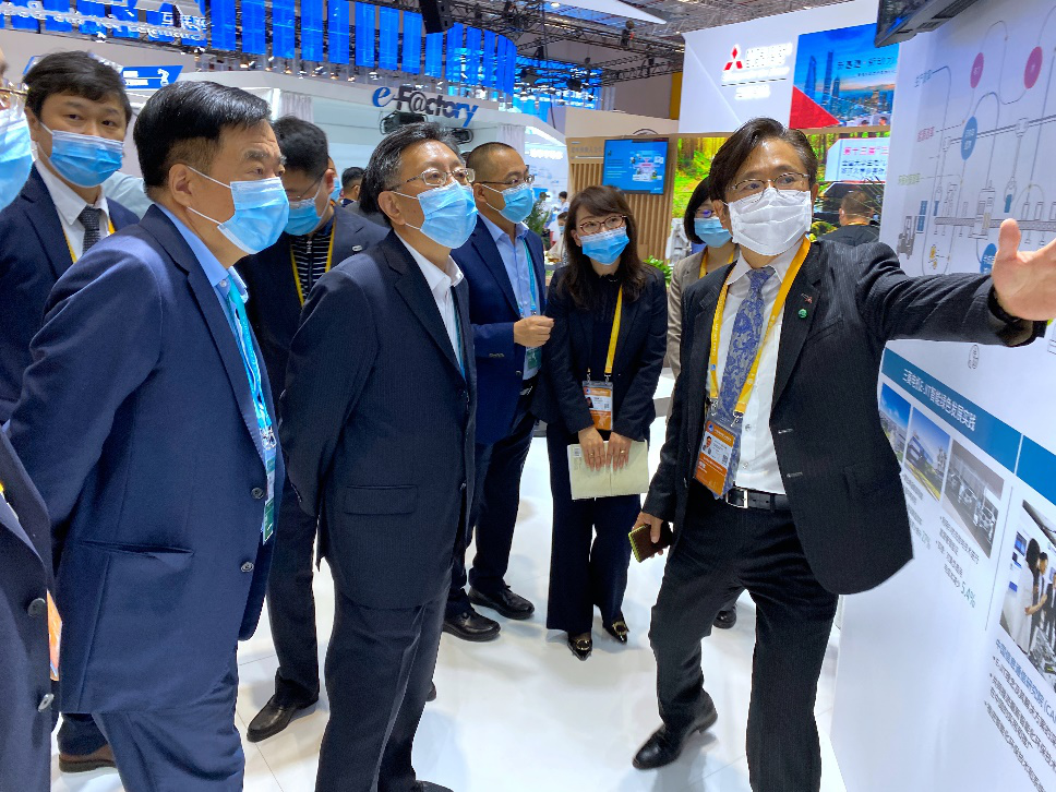 Song Xin Leads CECEP Delegation to Visit the Technical Equipment Exhibition Area at CIIE